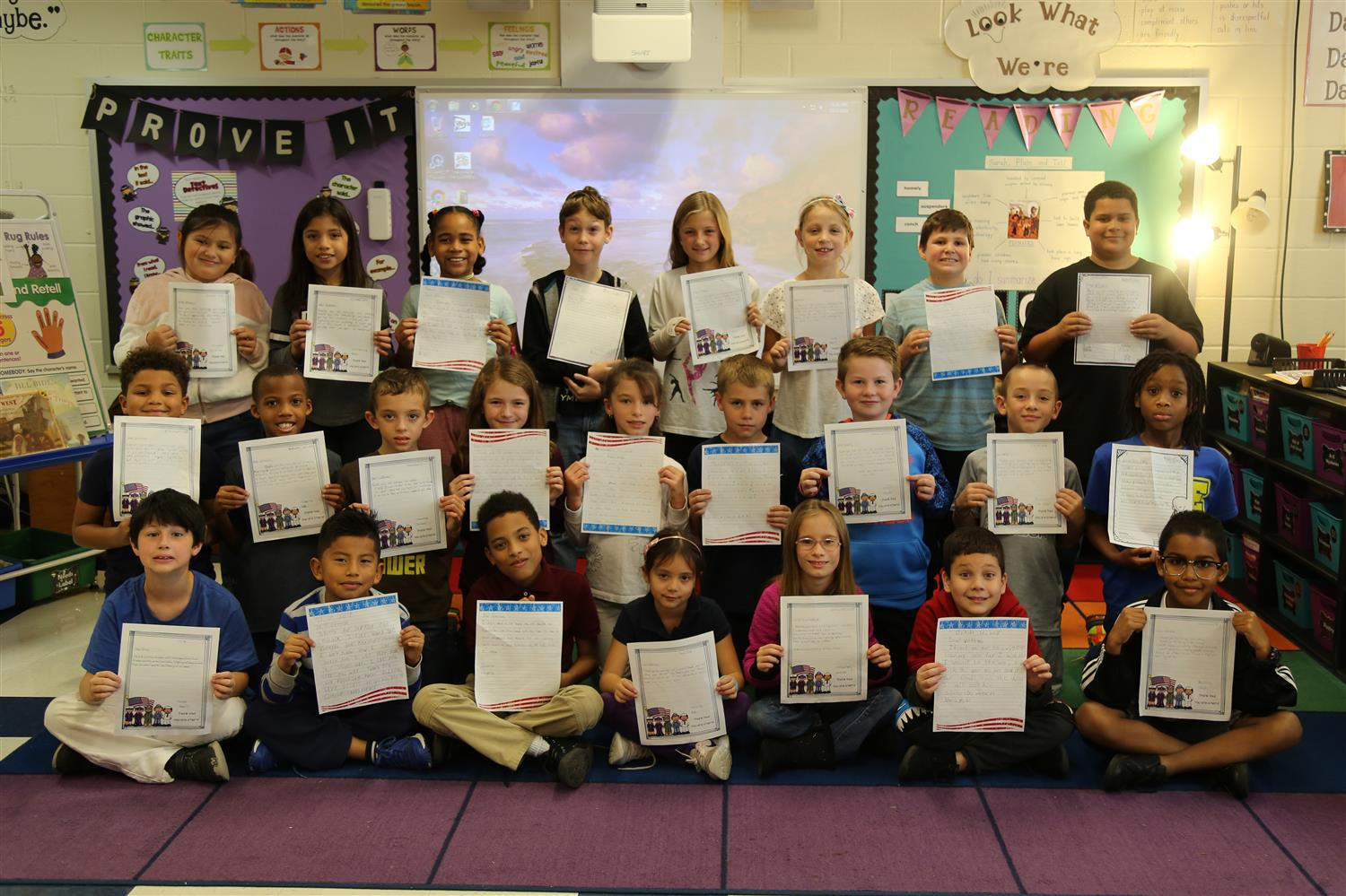 Hamilton Heights Elementary School students write thank you letters to  veterans